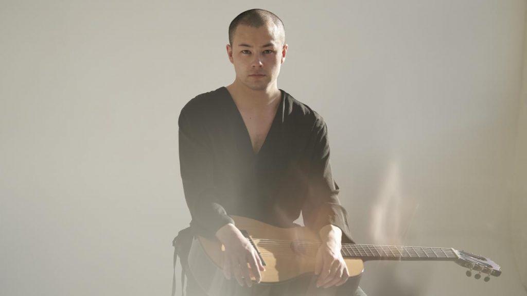 Sean Shibe with Guitar